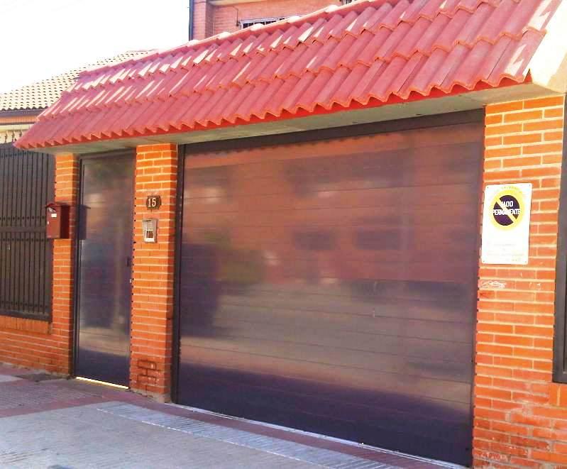 Pin puertas cancelas genuardis portal on pinterest - Tejadillo para puerta ...