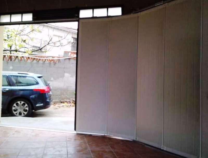 Puerta corredera en curva en ngulo abierto - Puertas correderas para jardin ...
