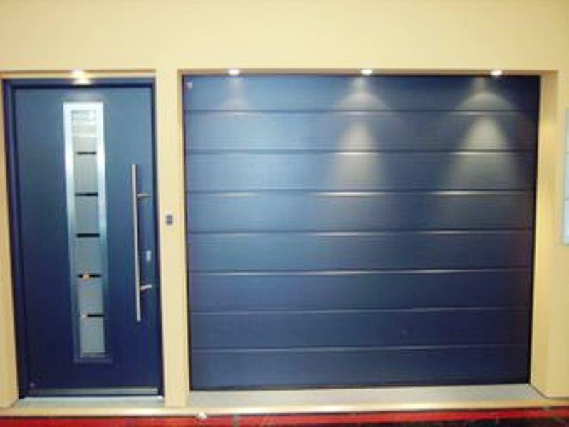 Puertas de garaje dos hermanas for Precios puertas de garaje hormann