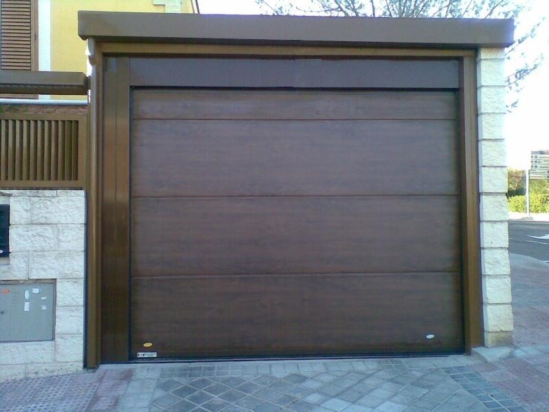 Puertas seccionales sevilla for Puertas correderas sevilla