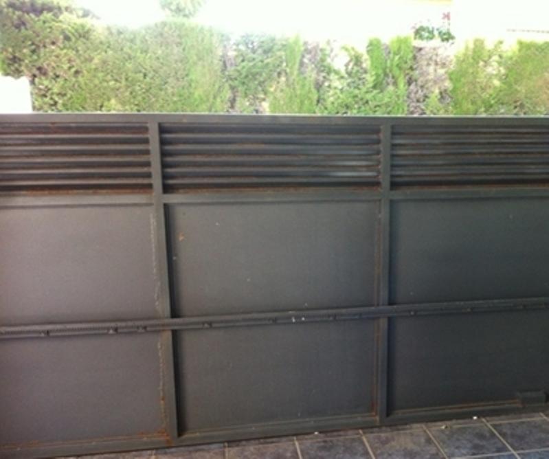 Mantenimiento de una puerta corredera autom tica - Mantenimiento puertas de garaje ...