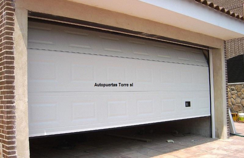 Puertas de garaje sevilla for Puertas correderas sevilla